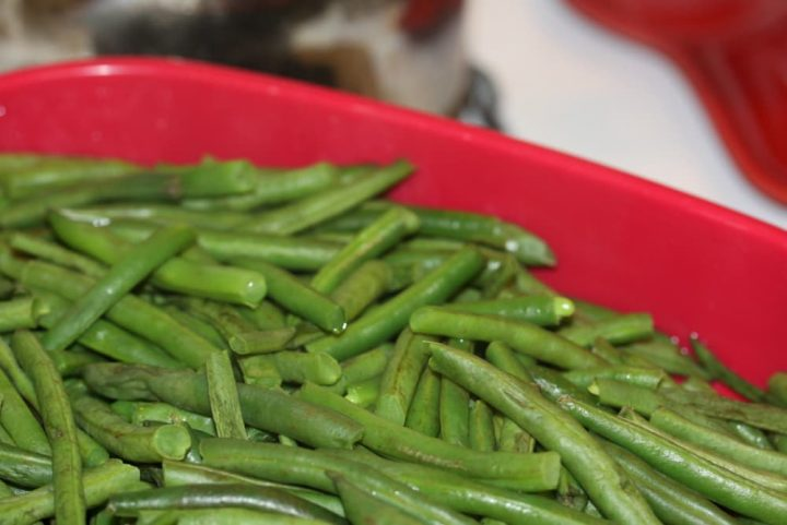 washed and trimmed green beans in a steamer