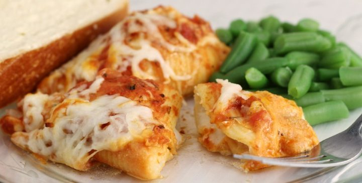Stuffed Shells on plate with green beans and bread slice